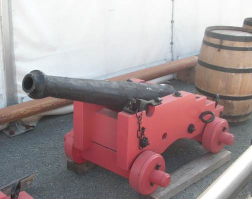 File:French Naval 4-pdr gun side.jpg